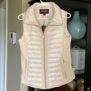 NEW Johnston & Murphy Ivory and Gold Quilted Vest